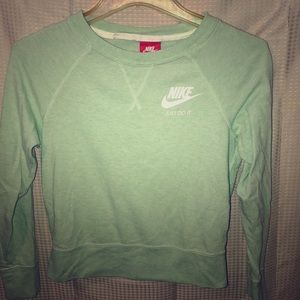 Mint green Nike tip